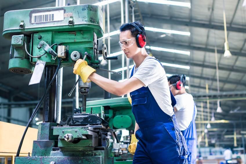 Infrarot-Heizstrahler in Werkstatt und Industrieanlagen