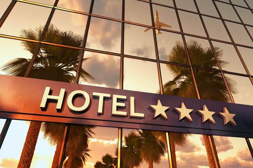 Hotelbedarf: Infrarot-Heizstrahler und Wärmestrahler mit Kühlungsdüsen im Hotel Hochwertige und designstarke In- und Outdoor Wärmestrahler für alle Hotelbereiche